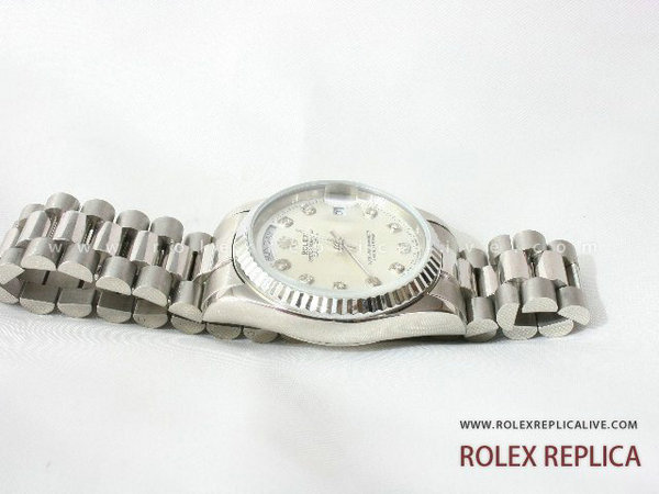 Rolex Day Date Replica Quadrante Bianco con Diamanti (10)