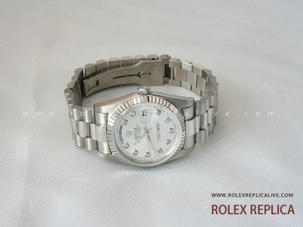 Rolex Day Date Replica Quadrante Bianco con Diamanti